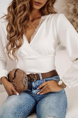Sweter z ozdobnym koronkowym dekoltem biały Lilu