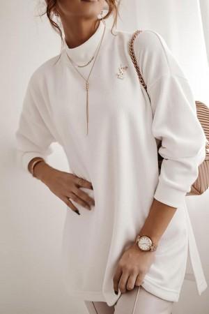 Sweter półgolf z ozdobnym wycięciem na plecach biały Diana